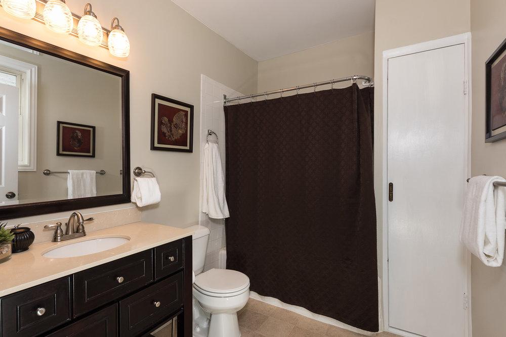 3088 Markbreit 2nd Floor Bath (1).jpg