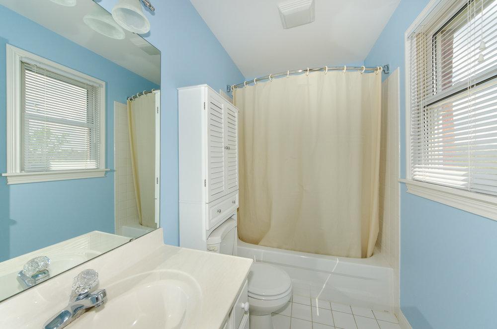Bedroom #4 private bath