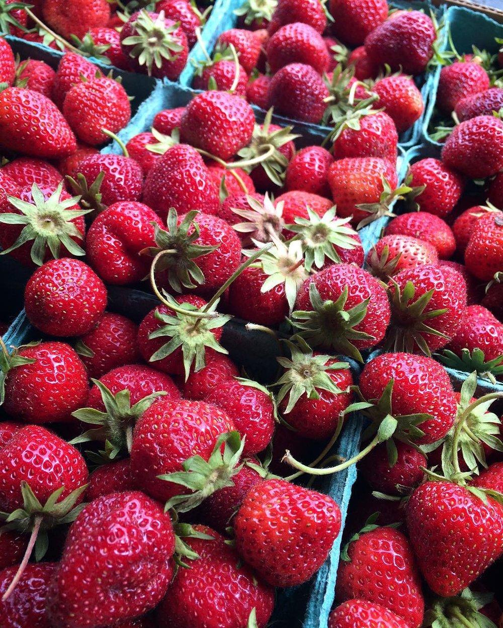 freshstrawberrypie2016-05.jpg