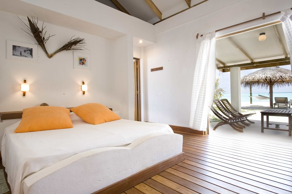 Rihiveli_BeachBungalow_Interior1.jpg