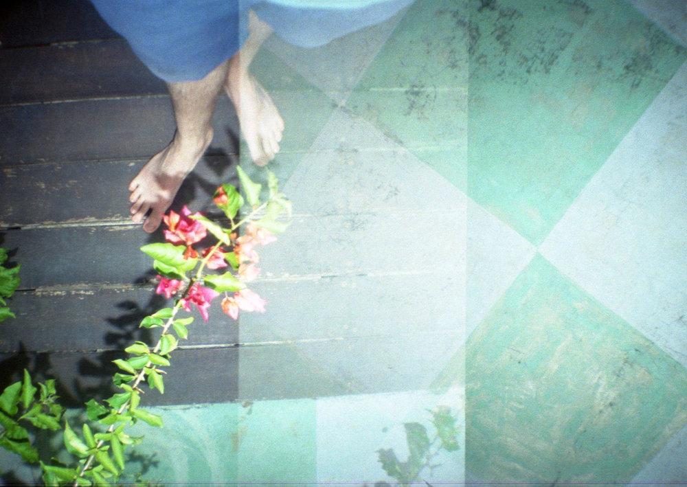 Lomo_Sri_Lanka_Füsse_Blumen.jpg