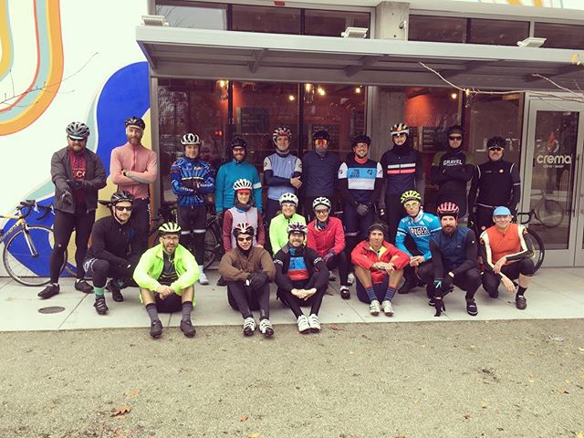 This morning's Rouleurs! Y'all are amazing! 22 strong @cremapdx for #EndlessSummerSaturdays. We'll see you again next week! ✌️❤️🚴‍♀️🚴‍♂️ - RouleCycling.com \\ #RouleTogether #PeaceLoveBikes #RoulePDX