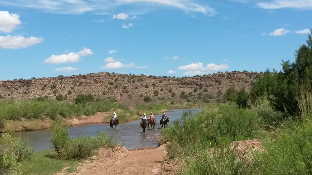 On the way back to the ranch house through the Pecos River.  Auf dem Weg zurück zum Ranchhaus durch den Pecos River.