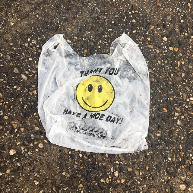 Another day, another littered smiley face plastic bag telling me to have a nice day. 🙄 #plasticbag #plasticpollutes #plasticpollution #haveaniceday #litter #nyc #bagitnyc #byobag