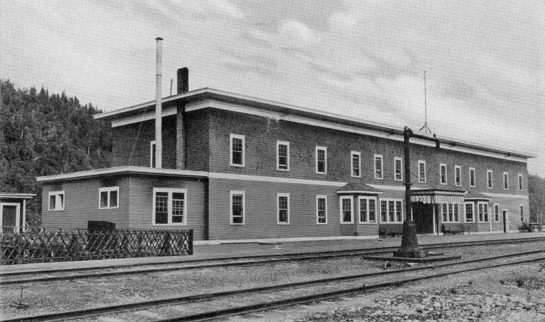 The real Curry Hotel. Image via: John's Alaska Railroad Page