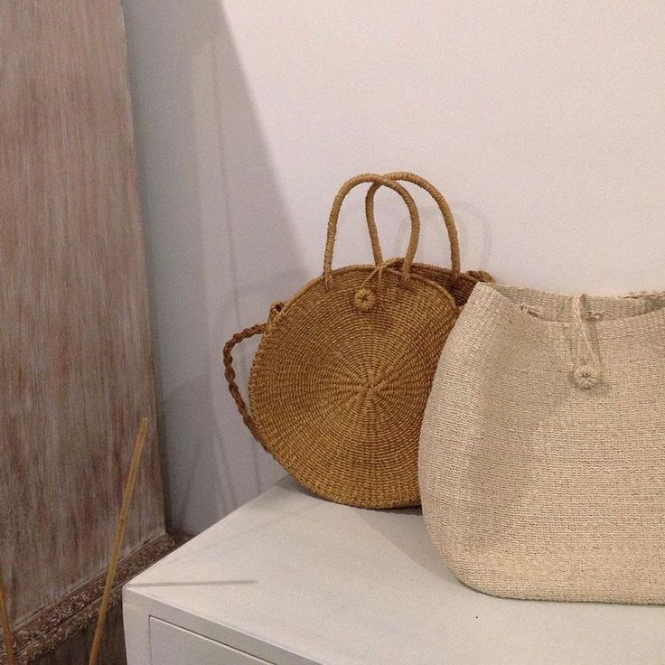 Abaca woven straw circle bag