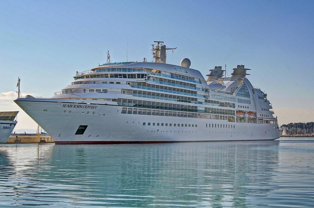 Seabourn_Odyssey_(ship,_2009)_IMO_9417086_in_Split,_2011-11-16_(2).jpg