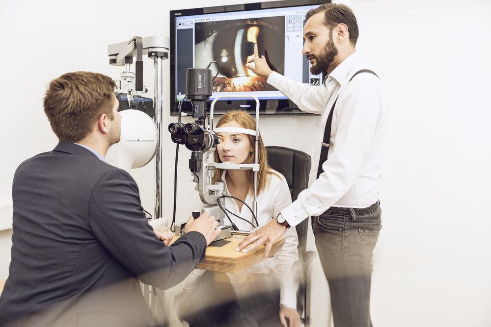 Optometrist HWK - Mit der Fortbildung zum Optometrist HWK erweitern Augenoptikermeister ihr Kompetenzprofil erheblich und steigern Gehalt und Umsatz im Geschäft.