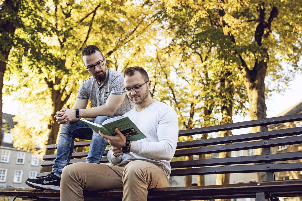 Lernen auf der Wiese vor unserer Pension