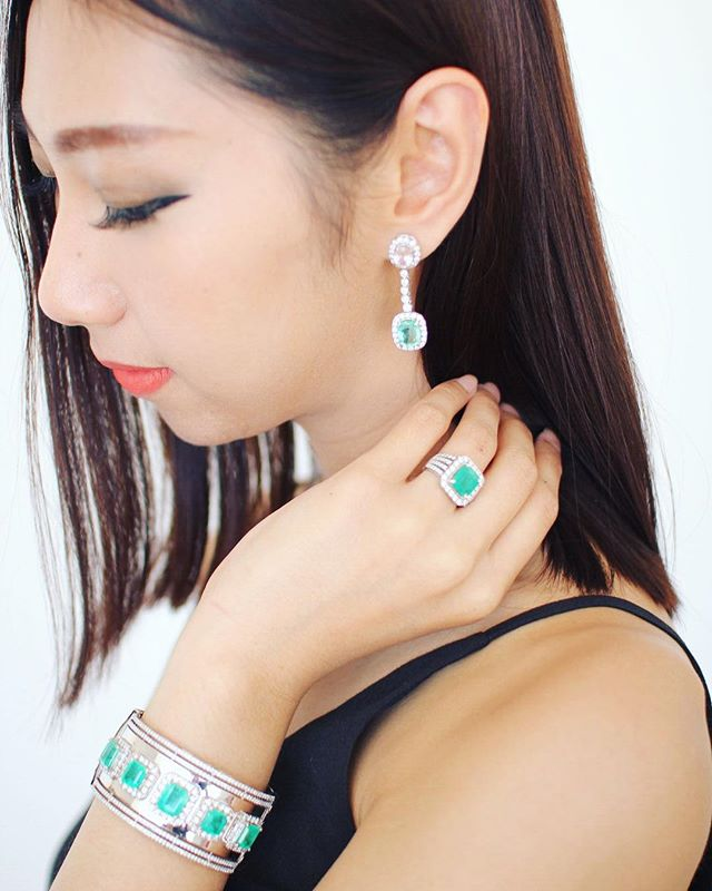 💕Loving the Heart Chosen Emerald collection of earrings, ring and bangle worn by the beautiful @shellaalamsyah . . . . #luxurylifestylefashion #elegantwear #weddingseason #gemstone #diamonds #diamondjewelry #jewellerybrand #jewelleryaddict #finejewellery #finejewels #instajewellery #jewellerygoals #luxury #bridesjewellery #jewelleryshopping #potd #earrings