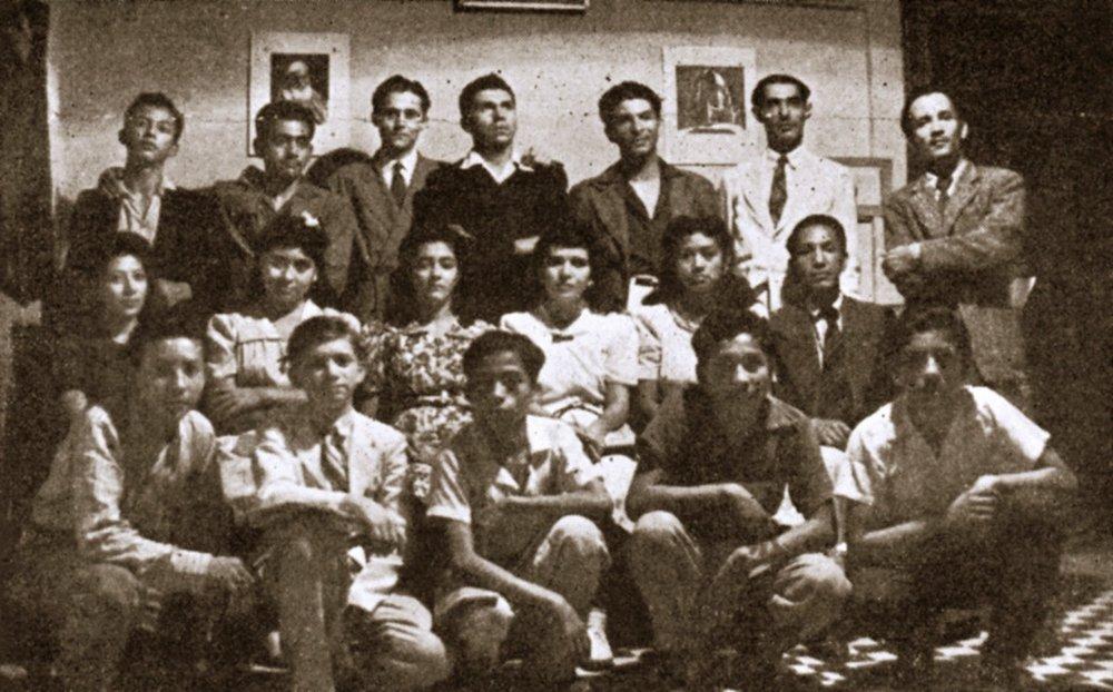 Grupo de estudio de jóvenes en San Salvador, 1942