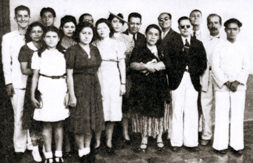 Celebración con jóvenes, en San Salvador, 1941