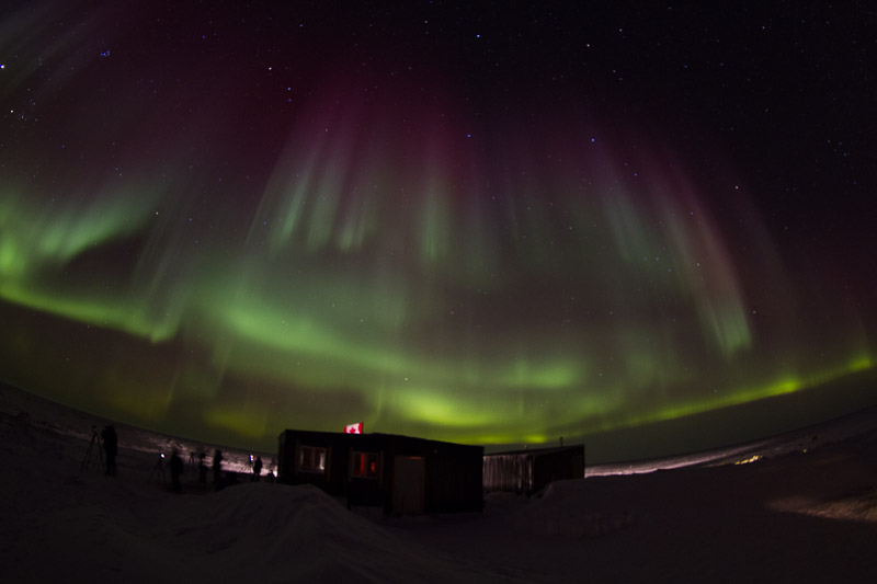 Cabins_under_Northern_Lights_DAVID_BRIGGS_MG_6352.jpg