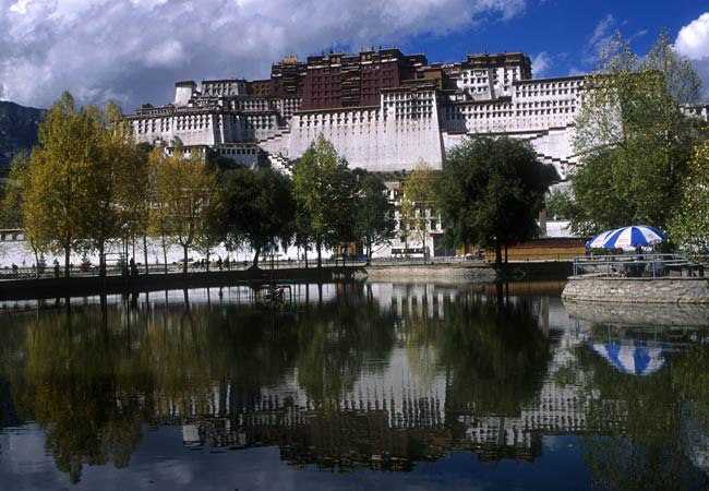 2-potala-palace-reflection-lhasa-tibet-china-copyright-sanjay-saxena.jpg