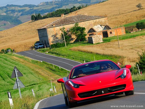 Red_Travel_Car_Portfolio_04.jpg