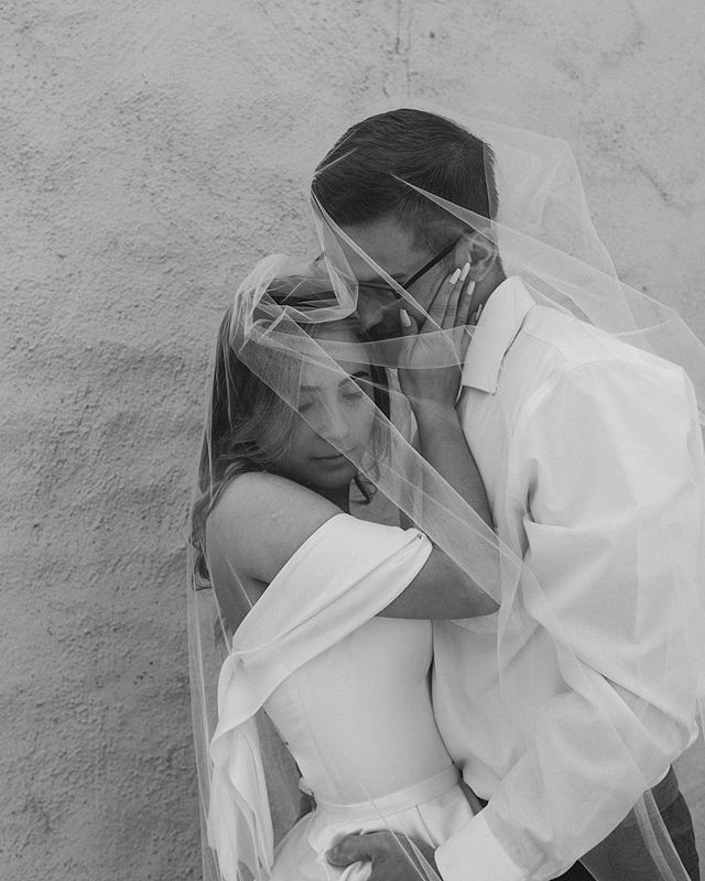 Concealed in Love ✨ . . .  2019 Wedding schedule is in full swing. Book your wedding by Jan 31st and receive a complimentary engagement or Lifestyle session of your choice💓📸 . . #intimateweddings #losangelesweddingphotgrapher #elopementphotographer #junebugweddings #elopementcollective #thatsdarling #weddingphotography #laweddings  #laphotographer #authenticlovemag #lookslikefilm  #vanessajaclynphoto  #thelittlethings #meantheemost #myworld #huffpostido #loveintentionally #destinationweddingphotographer