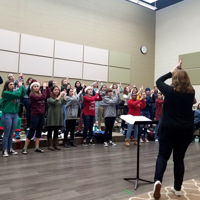 Young Naperville SIngers Artistic Director Angie Johnson leading rehearsal