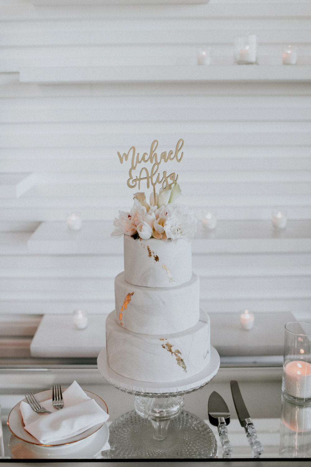 Jami Laree Photography | modern marble fondant gold leaf wedding cake at The Modern in Long Beach