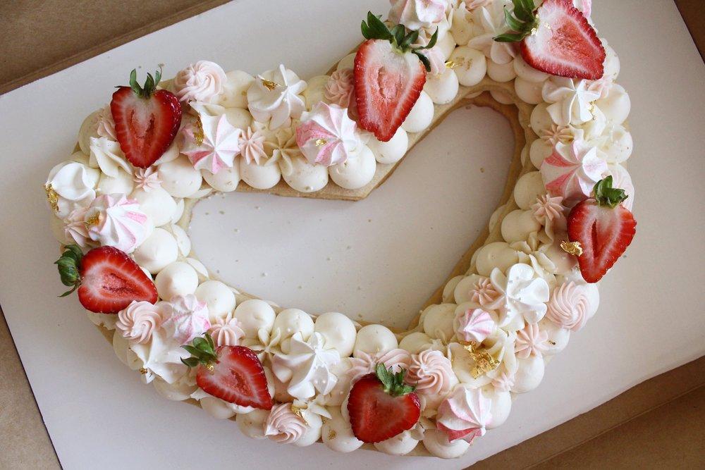 strawberry sugar cookie cake