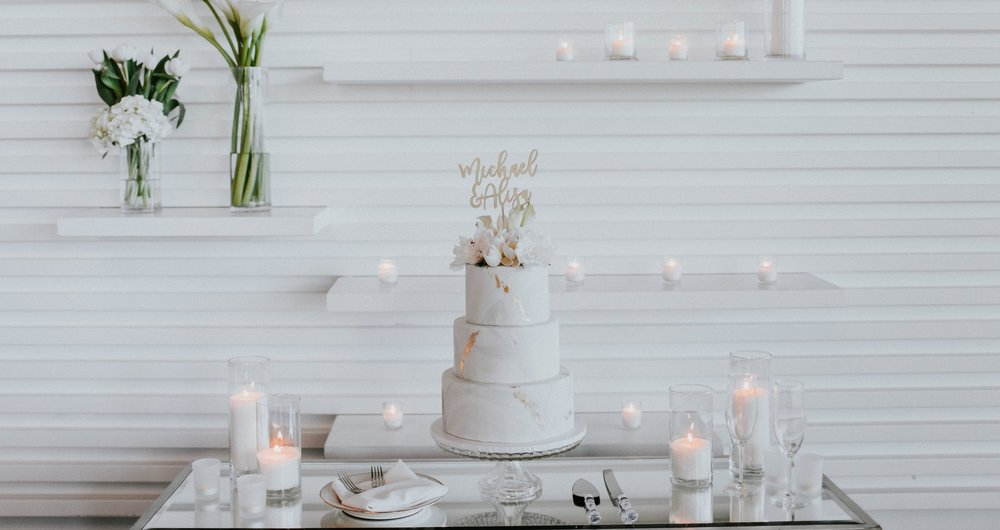 Jami Laree Photography | marble fondant and gold wedding cake at The Modern, Long Beach