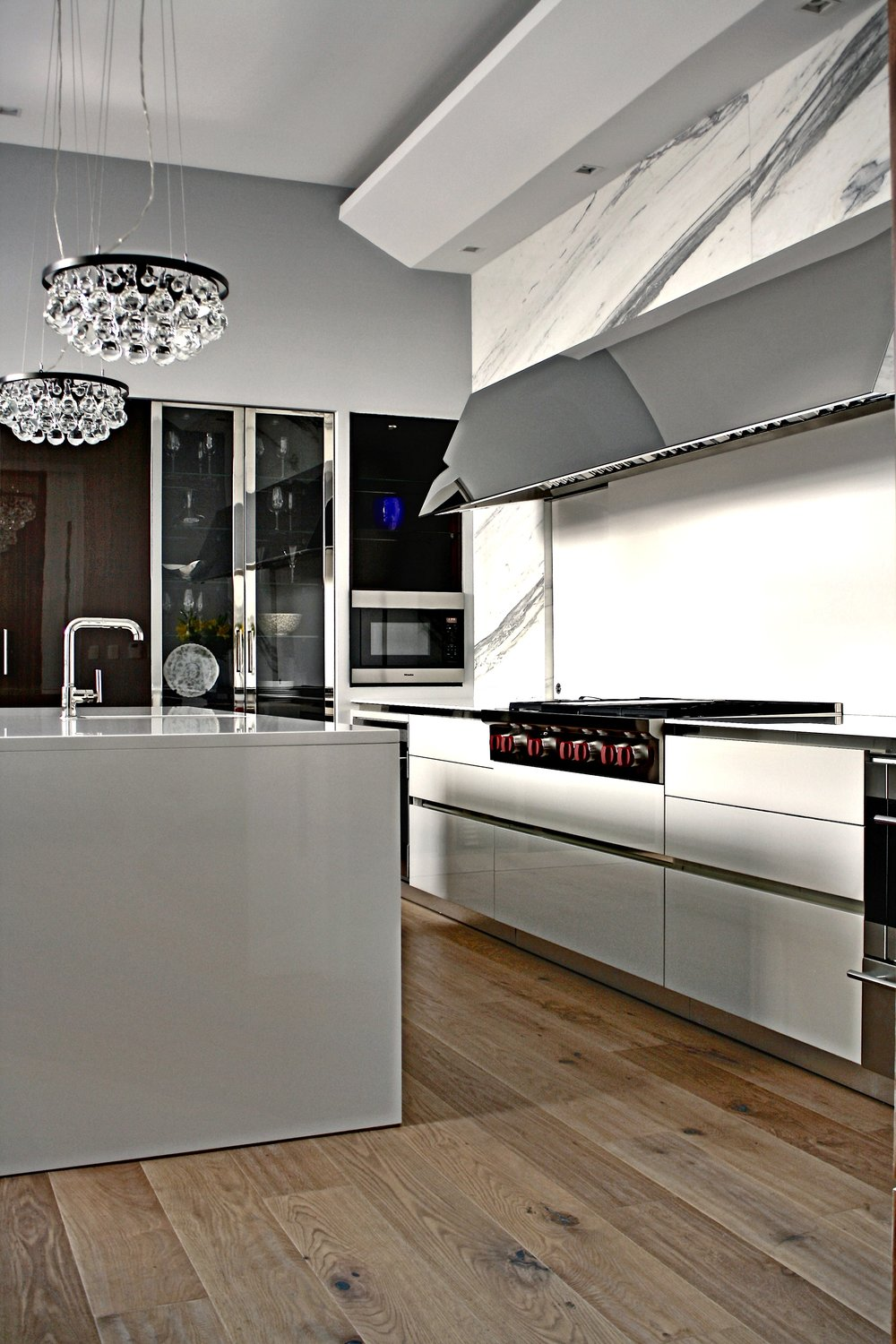 william-adams-design-chapultepec-mexico-city-kitchen-wolf-range-and-exhaust-1.jpg