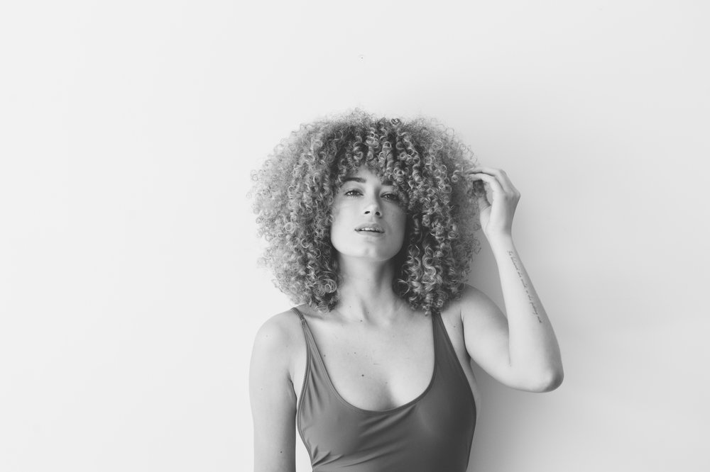Nia - Faded & B&W vintage feel