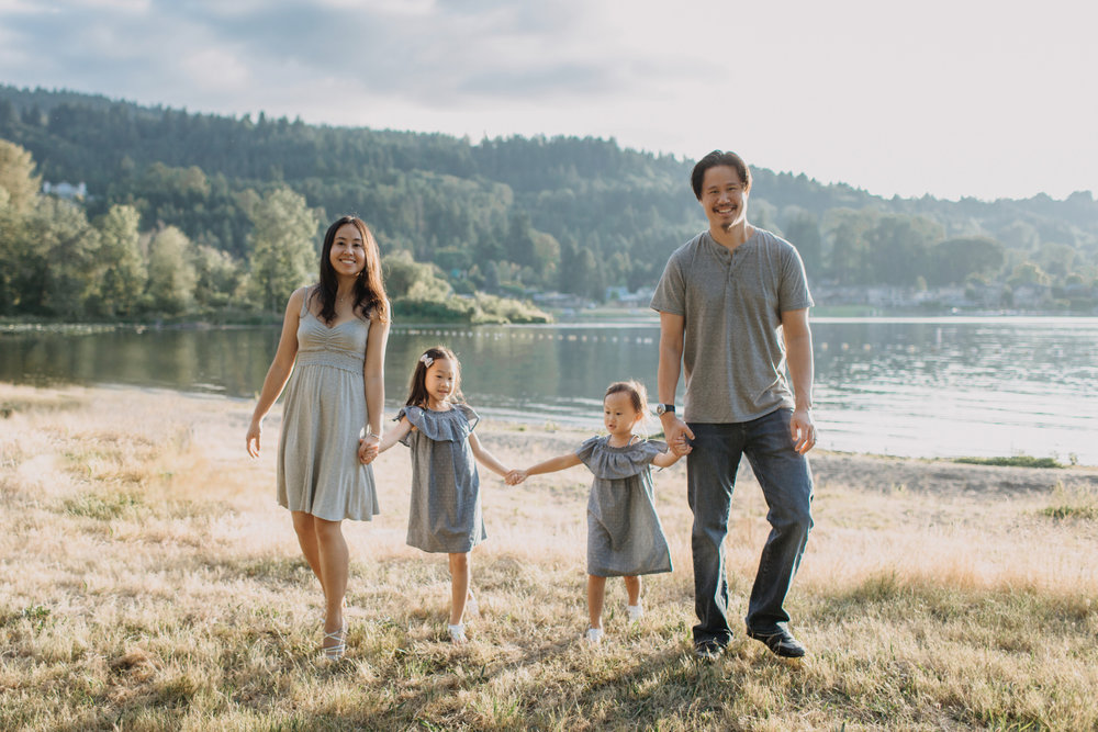 photo-of-seattle-family-photographer-at-lake-sammamish-4-1.JPG