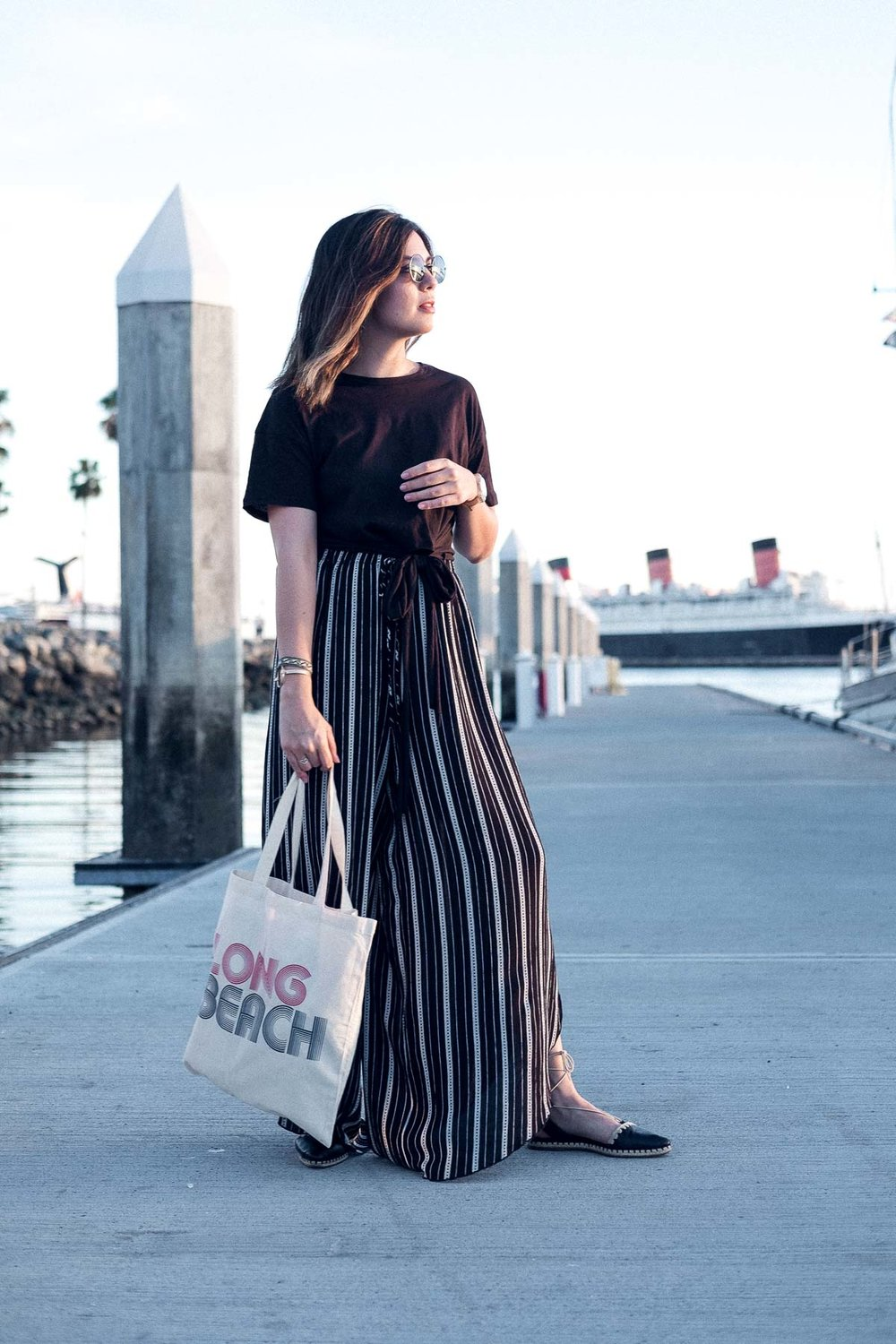 Rachel Off Duty: Wide-Legged Pants and Long Beach Tote Bag