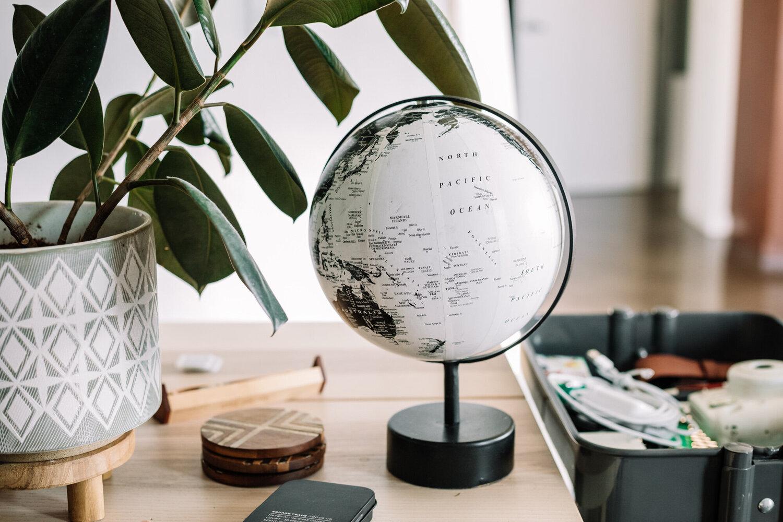 Rachel f Duty Desk Globe in an fice