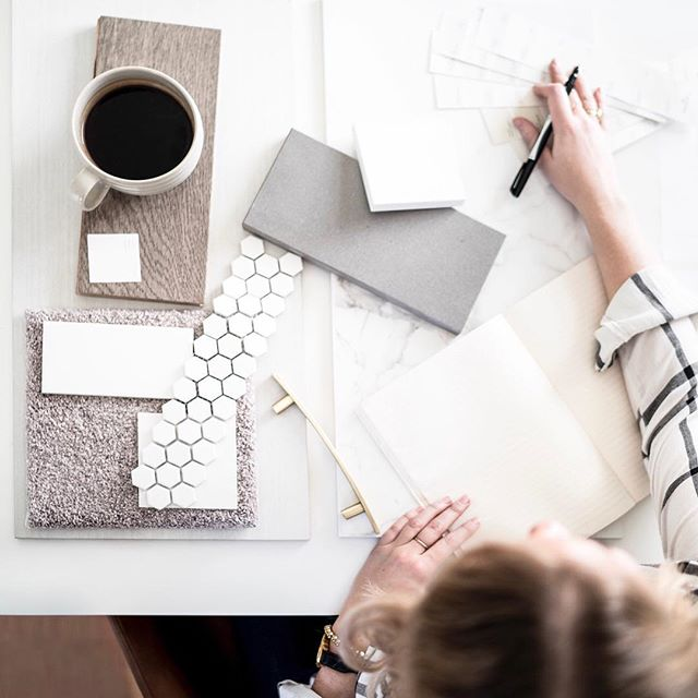 The '2 week hustle' is real! Just under 2 weeks before I'll be hopping on a plane and so my to-do lists are extra long, extra organized and I'm being extra productive (for now)! I'm excited to fill your feeds with a ton of behind the scenes, space reveals, and design processes as I wrap up the Legacy Showhome, design an office space, and finalize material boards...all before I leave! 📷 @mjay.photography