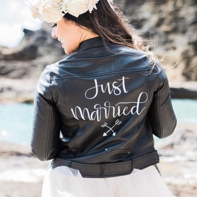 It's Let the Cat Out of the Bag Day!🙌🎉🍾🥂🖤 . I am so so excited to share with you all that I am bringing an official @thejustmarriedjacket to Hawaii!!! Now #hawaiibrides can rent out #thejustmarriedjackethi for a bottle of your favorite wine! This jacket not only brings you a bit of edge and swag on your big day, but it also means you are a part of the most badass #bridetribe out there! . Sylvia of @viacalligraphy created the original to rock on her own wedding day; unable to let this beauty sit in her closet collecting dust she put it up to rent it for a bottle of red so that other brides could enjoy it and now, @thejustmarriedjacket has been worn by over 50 Toronto brides! . Known as the sisterhood of the traveling leather jacket, the project has expanded globally and I am so stoked to bring one to my home here in Hawaii. Not in HI? Check out my stories for info on the other chapters! . ⬇️ #thejustmarriedjackethi is being hosted at the gorgeous  @whitehothawaii (perfect, right?) and is ready to be rented! Book her for your special day or tag any Hawaii brides you know who might be interested. Join the community of empowered badass babes and add your vibe to the tribe! Click the link in my bio for more info🖤 . Gorgeous photos taken by the amazing @vanessahicksphotography (heck yeah, I snagged Hawaii's no.1 photographer to shoot this beauty!) and modeled by the beautiful @raeceens_one 🖤