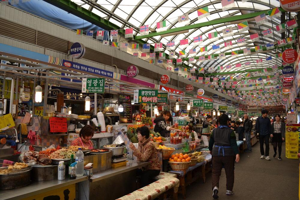 Things to do in Korea - Dongdaemun Market, Meokja Golmok