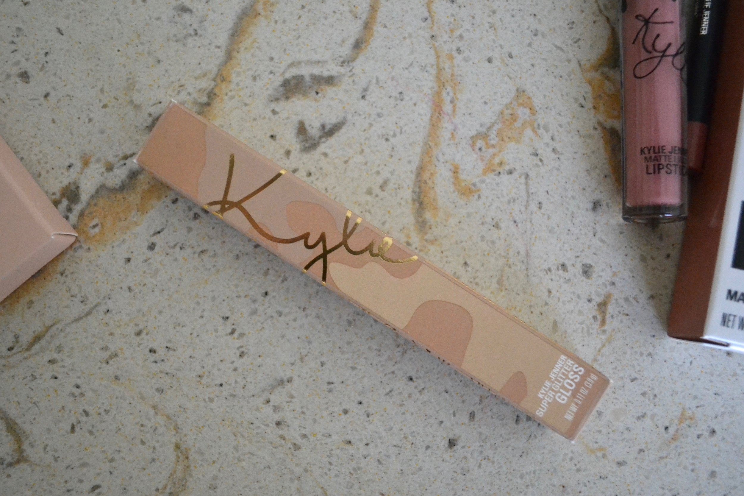 Kylie Cosmetics Vacation Edition The Wet Set and more - Review and Swatches