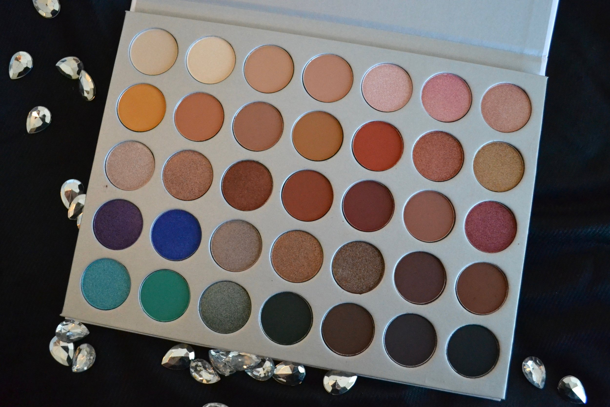 Morphe Brushes Jaclyn Hill Palette - Review and Swatches