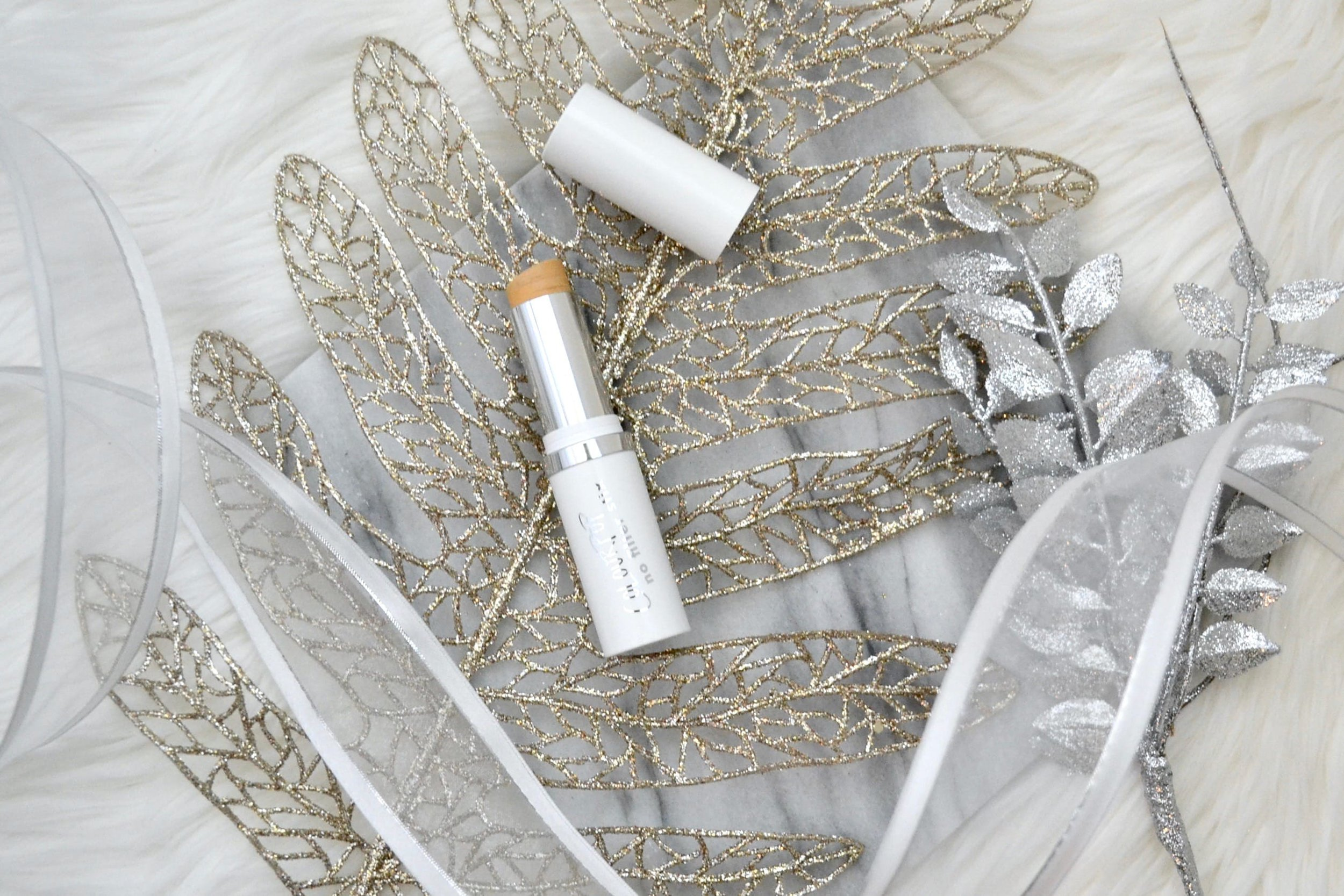 Have you tried the new ColourPop No Filter Stix Foundation yet? I give you all the details on this affordable foundation in my in-depth review! #colourpop #foundation #review #affordablemakeup #makeup