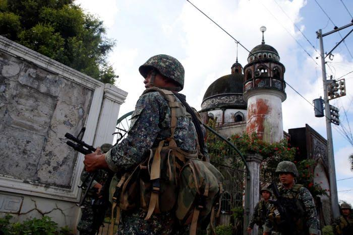 Philippine Marines stand guard outside of a mosque in Marawi City (Photo: Erik De Castro, REUTERS)