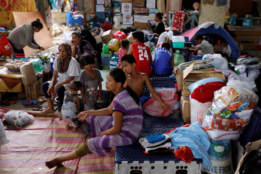Evacuated residents resting at an evacuation centre in Iligan, while government forces fight insurgents from the Maute group in Marawi, Philippines (Photo: REUTERS)