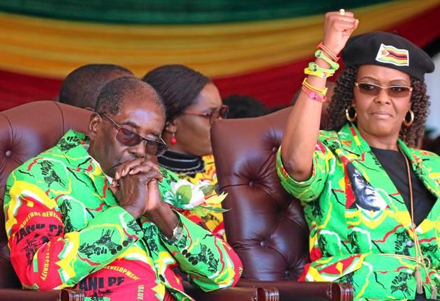 Robert and Grace Mugabe at a rally/Credit:REUTERS