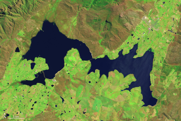 Satellite images from NASA show  Theewaterskloof dam, a key reservoir in the Western Cape, from 2014 (top) to 2017 (bottom)