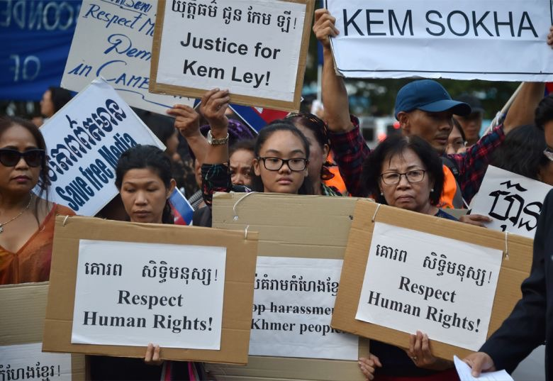 Australian Cambodians protest Cambodian Prime Minister's visit to Australia. (Source:  AFP )