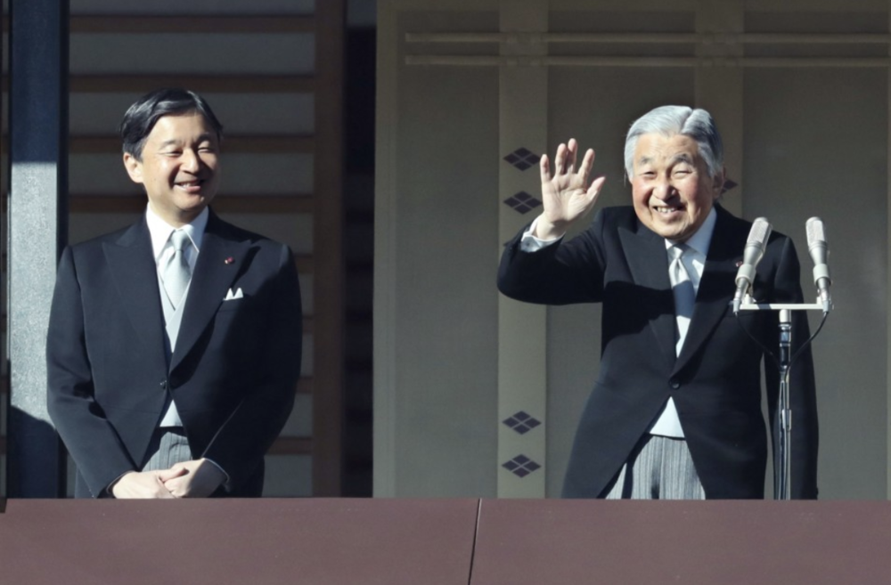 [Emperor of Japan Akihito (right) and his eldest son and heir apparent Crown Prince Naruhito (left) greets the public at the Imperial Palace in Tokyo, Japan during the annual New Year's greetings on Jan. 2, 2018. Photo: KYODO]