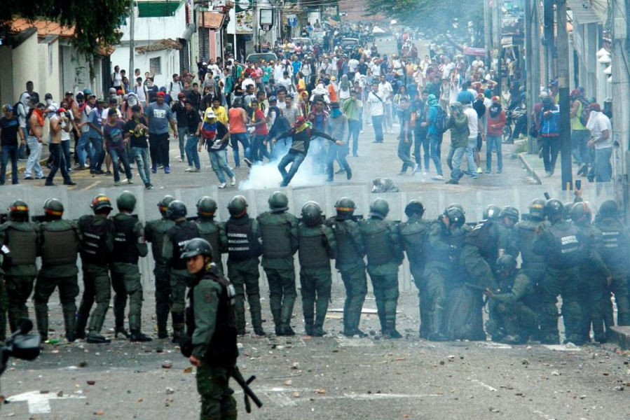 Protesters Clash with Members of the Venezuelan National Guard during Protests in October of 2016  (Photo: Carlos Eduardo Ramirez/Reuters)