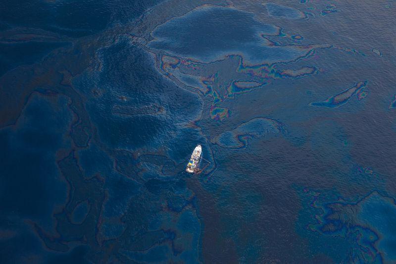 An overhead image of the 2010 Deepwater Horizon Oil Spill. Photo: Kris Krug/ Wikimedia Commons .