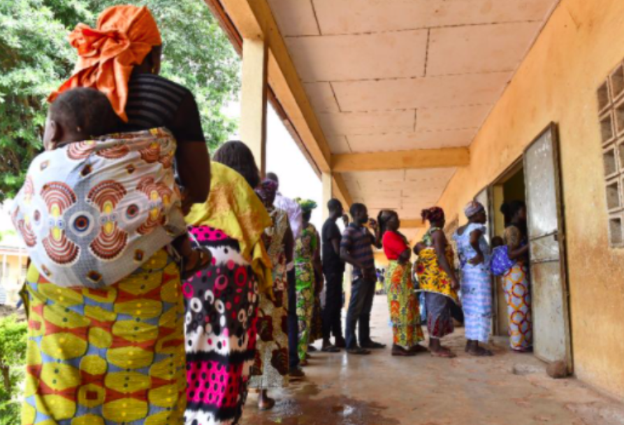 Ivorians line up to participate in municipal and regional elections on Oct 13, 2018. Photo: Issouf Sanogo /  AFP .