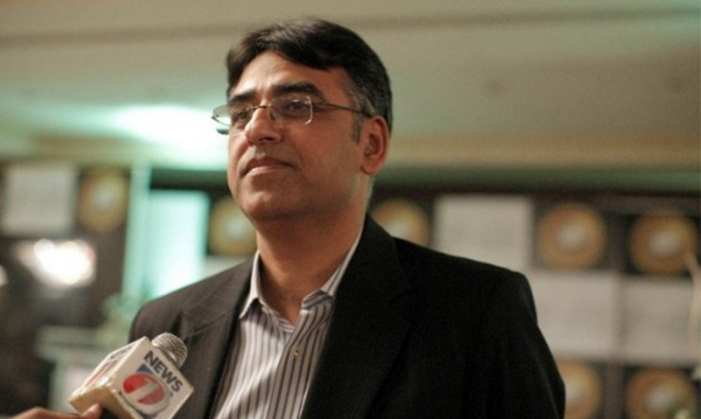 Finance Minister Asad Umar has stated it is necessary for Pakistan to break the cycle of approaching the IMF for aid.  Photo: Dawn