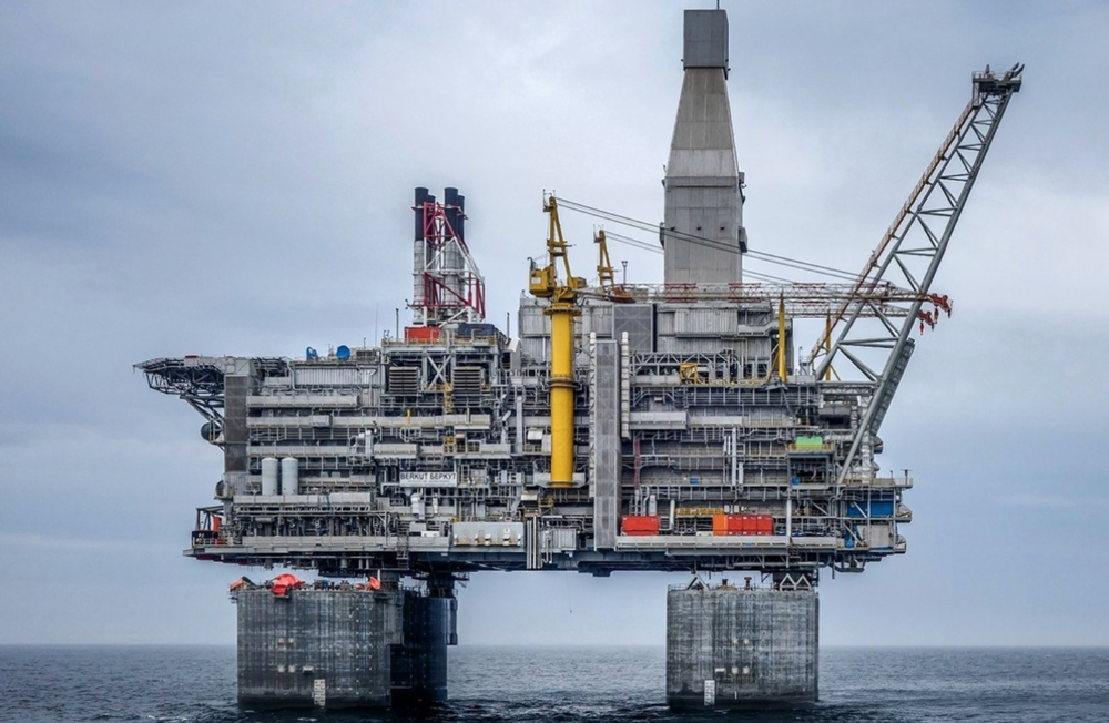 ExxonMobil's oil rig, off of the eastern coast of Russia. Photo:  Hurst Boiler News