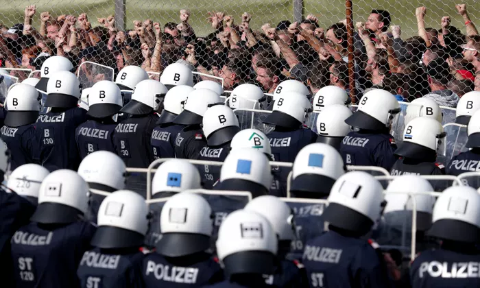 Austrian police drill in an exercise aimed to prevent people crossing the border with Slovenia in late June 2018. Credit:  Lisi Niesner/Reuters