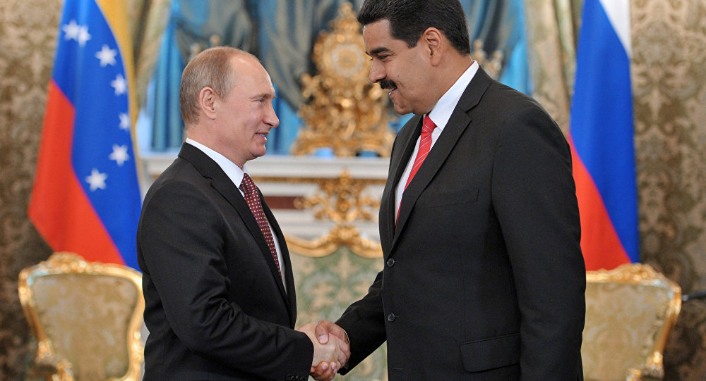 Vladimir Putin and Nicolas Maduro shake hands. Photo.    Source: Sputnik / Aleksey Nikolskyi