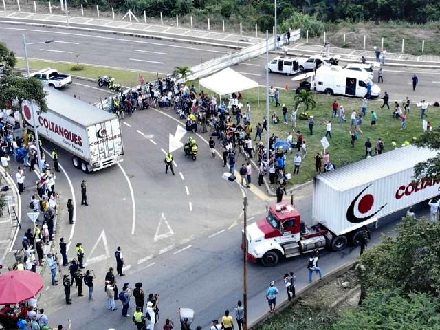Trucks carrying humanitarian aid headed to Venezuela stopped at the Tienditas Bridge in Cucuta, Colombia on the Venezuelan border. Photo:  Edinson Estupinan/AFP via Irish Times .