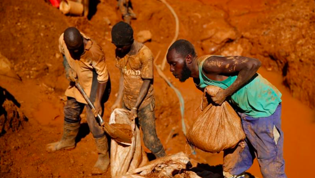 Zimbabwe, a country full of mineral-rich deposits, has seen some of its' citizens take to illegal mining. Credit: Philimon Bulawayo/ Reuters via Al Jazeera